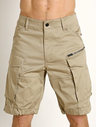 Model in dune G-Star Rovic Loose Cargo Shorts