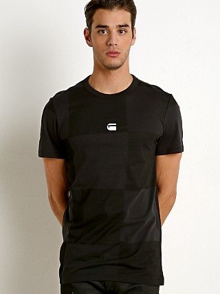 Model in noir/dk black ao G-Star RC Jollu T-Shirt