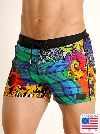 Model in print Sauvage Como Italia Florentine Swim Short