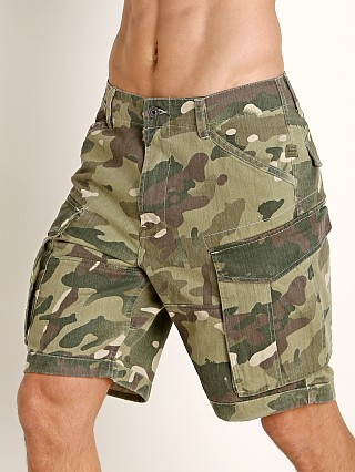 Model in khaki/army green ao G-Star Rovic Nozzle Camo Relaxed Shorts Khaki