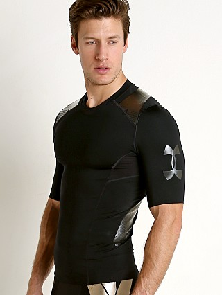 Model in black/black Under Armour Perpetual Powerprint Half Sleeve Shirt